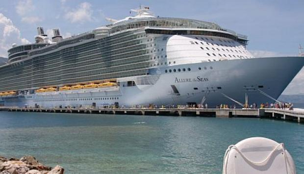 "El buque de la Royal Caribbean ""Allure of the Seas""."