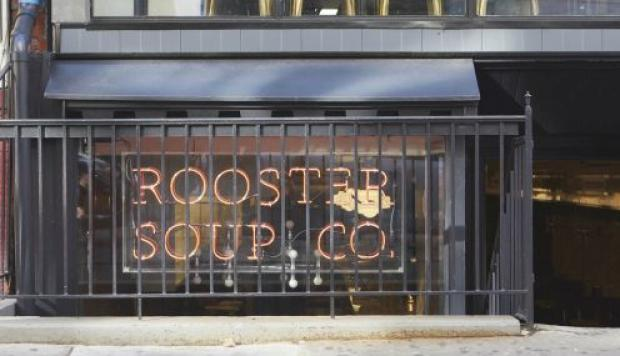 Todas las ganancias de Rooster Soup Co. son donadas.