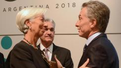 Argentina y el FMI dialogan en Washington mientras el peso opera estable