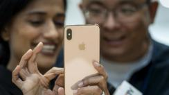 Alto precio del iPhone XS no amilana a devotos de Apple