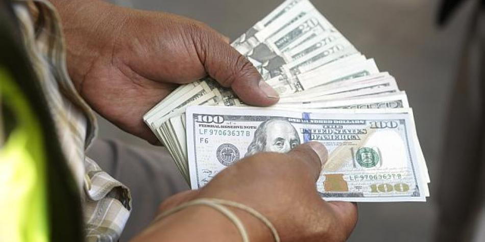 Exchange Rate Rises For Purchases Of Foreign Investors In Front The Dollar Economy Markets