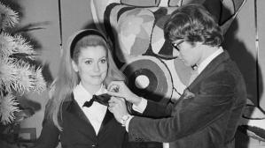 Catherine Deneuve e Yves Saint Laurent (Foto: Vogue).