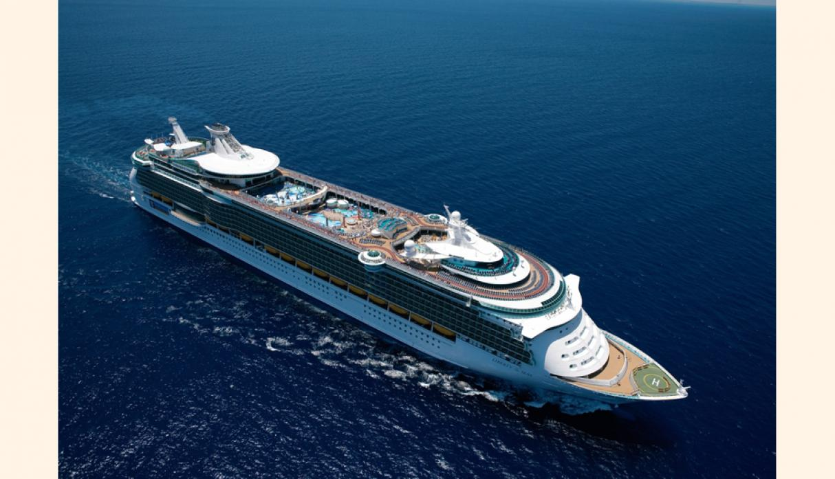 Freedom, Liberty e Independence of the Seas cuentan con simuladores de surf, ring de box, golf y patinaje.