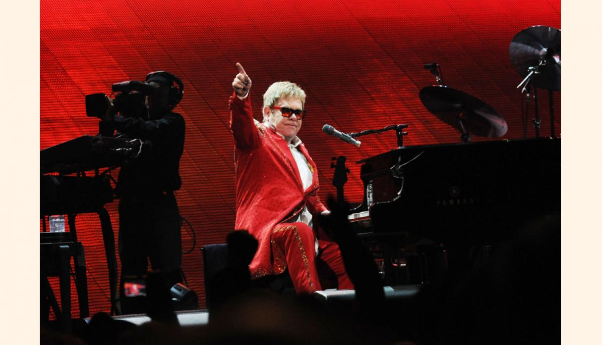 Sir Elton John  amasa una fortuna de US$ 450 millones por sus conciertos en Las Vegas.  Entre sus negocios destacan la compañía de música Rocket Music Entertainment Group y Rocket Sports Management.  (Foto: Getty)