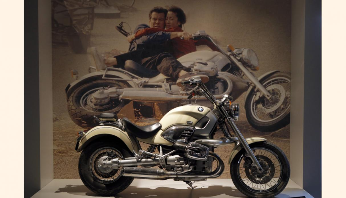 "Motocicleta BMW R1200 usada en la película de James Bond ""Tomorrow Never Dies"". (Foto: AP)"