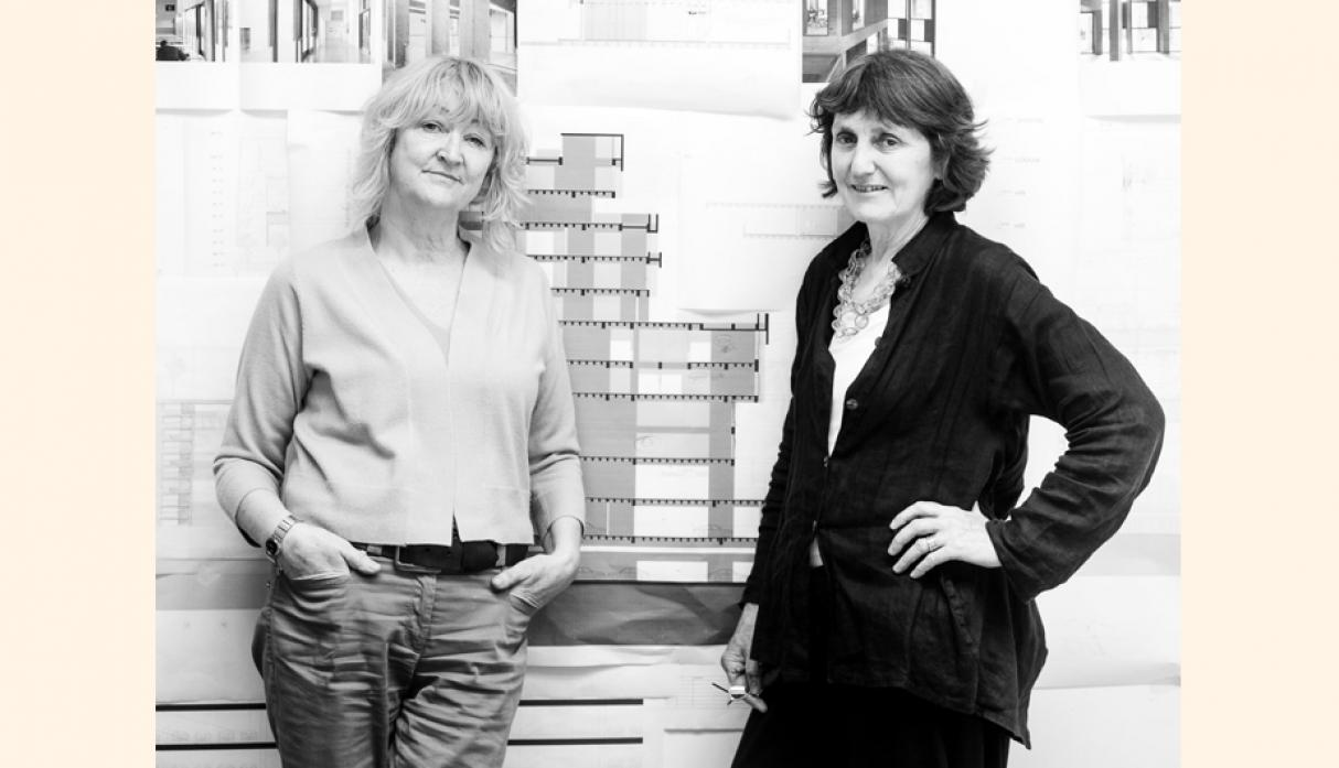 Yvonne Farrell y Shelley McNamara, directoras de Grafton Architects, no son ajenas a los galardones. En el 2008 ganaron el premio World Building of the Year por su edificio de la Universidad Bocconi en Milán.