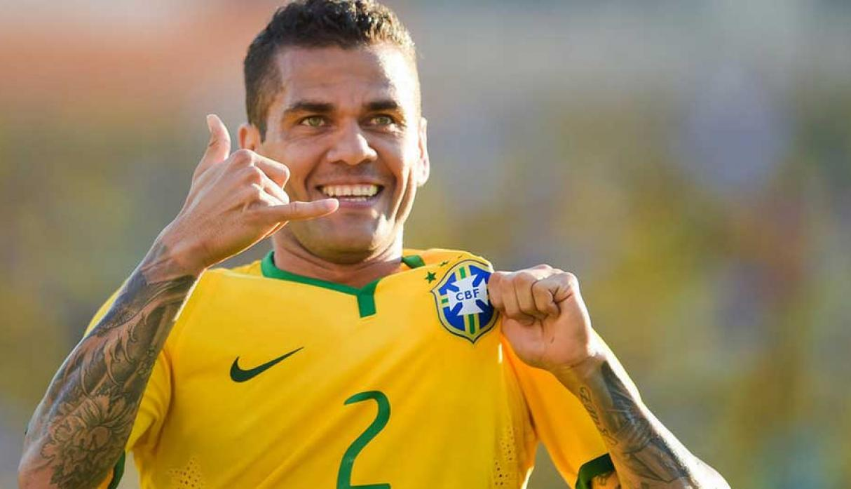 Defensas: Dani Alves (Brasil)