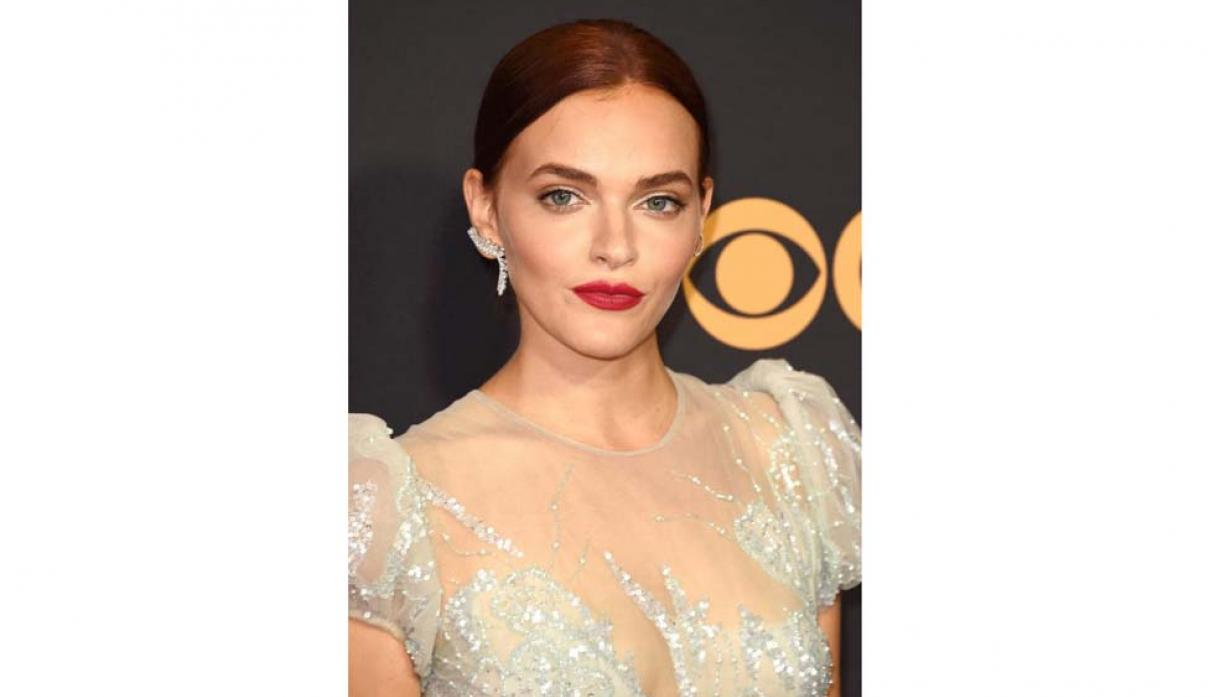 FOTO 13 | Madeline Brewer (The handmaid's Tale).